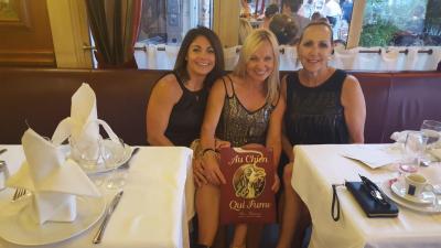 Akronits meeting up at my favorite restaurant in Paris!